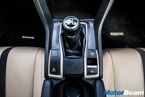 2019-Honda-Civic-13