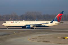 Delta Air Lines - Boeing 767-332ER/W N177DN @ Munich (Shaun Grist) Tags: dl delta deltaairlines shaungrist boeing 767 n177dn muc eddm munich germany airport aircraft aviation aeroplanes airline avgeek sunrise