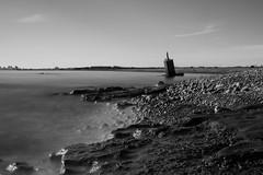 Grao de Sagunto. (carlosgsanmillan) Tags: españa spain valencia sagunto europa europe playa beach largaexposición larga exposición long exposure blancoynegro black white agua