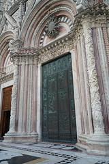Door, Duomo, Siena (Tatiana12) Tags: siena italy façade duomo sienacathedral church architecture sculpture