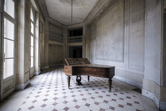 A lonely song (Mike Foo) Tags: urbex abandoned abbandono hdr rozklad opuštěný opuszczony dystopia derelict decay disused piano fuji fujifilm xt2 forgotten forbidden artistic chateau haunting empty