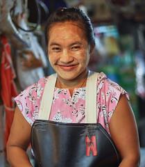 Bangkok – Huai Khwang market woman (Thomas Mulchi) Tags: huaikhwang huaikhwangdistrict huaikhwangphotowalk 2019 bpg bangkokphotographersgroup photowalk bangkok thailand person persons people woman portrait streetportrait bangkokmetropolitanregion th