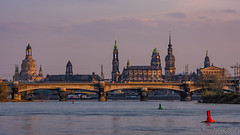 Dresden, Abend an der Elbe (Norbert Helbig) Tags: nikon d7200 reise travel europe germany deutschland sachsen saxony dresden elbe sonnenuntergang sunset outdoor fluss wasser frauenkirche