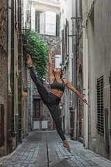 (dimitryroulland) Tags: nikon d750 85mm 18 dimitryroulland dance dancer ballet ballerina jump street city france pointe performer art artist flexible people flexibility