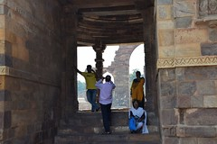 Delhi: Qutb complex (victoriaei) Tags: asia india delhi qutb monument october 2016 autumn outdoors building people indianstreetphotography nikon d5300