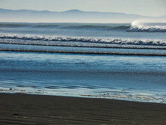 Blowing Off the Froth (Steve Taylor (Photography)) Tags: blue brown newzealand nz southisland canterbury christchurch northnewbrighton beach ocean pacific sea surf waves southernalps ripple autumn mist