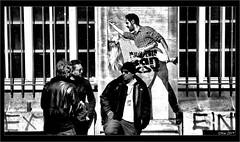 Cris et bavardages..... (mamasuco) Tags: nikon d7000 paris noiretblanc ngc graffitis streetart
