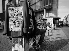 ... (Ewedan Photography & Art) Tags: blackwhite bw blackandwhite bnw bild berlin czarnobiale czarnobiało czarnobiałe danielslominski deutschland ewedan einfarbig mensch people menschen germany reisen fujifilm fuji foto fotografia fotografie fusgängerzone human hand image images pic picture pictures mono monochrome obraz photo photography schwarzweiss streetphotography strase streetart schwarzweis streetstyle ulica streetpassionaward
