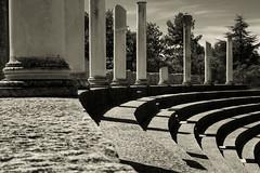 Roman (CTfoto2013) Tags: romain roman amphitheater colonnes columns summer ete lumix panasonix paca france vaisonlaromaine vaucluse provence gradins ruines ruins antiquite light lumiere shadows ombres