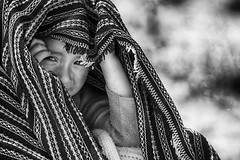 Underneath the blanket (Feca Luca) Tags: street travel viaggiare peru southamerica blackwhite reportage portrait ritratto children bimbi people village