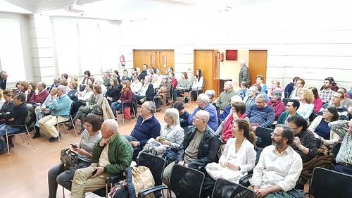 """Público asistente a la proyección de El Reino. Obsérvese a A. Casero ejerciendo de portero/PV • <a style=""""font-size:0.8em;"""" href=""""http://www.flickr.com/photos/85451274@N03/47287484502/"""" target=""""_blank"""">View on Flickr</a>"""