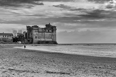 Santa Severa Castle, Central Italy (Claudio_R_1973) Tags: cloudy castle centralitaly castelloodescalchi beach shore sand seaside sea tirrenian blackandwhite monochrome bw black white winter outdoot italy italia architecture medieval building landscape alone loneliness walk peaceful wet lazio