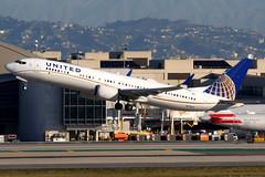 United Airlines | Boeing 737-8 | N27509 | Los Angeles International (Dennis HKG) Tags: aircraft airplane airport plane planespotting staralliance canon 7d 100400 losangeles klax lax united unitedairlines ual ua usa boeing 737 7378 boeing737 boeing7378 737max boeing737max n27509