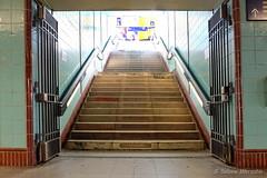 Der Sonne entgegen mit der S-Bahn (Sockenhummel) Tags: bundesplatz sbhfbundesplatz treppe stairway staircase stufen steps escaliers sbahnhof bahnhof berlin treppen licht aufwärts fuji x30