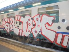 934 (en-ri) Tags: crox h24 bianco nero rosso train torino graffiti writing