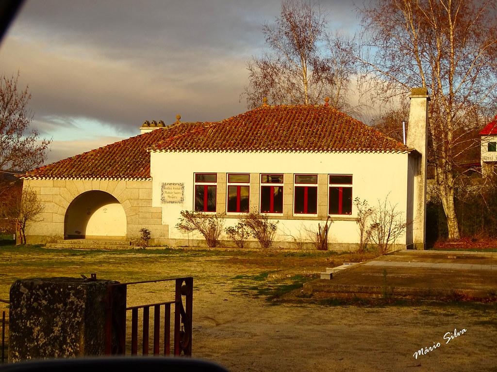 """Águas Frias (Chaves) - ... """"ex cantina escolar"""" . Edifício simples mas belo que foi mandado construir e doado à Aldeia ..."""