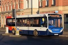 SO 36768 @ Banbury bus station (ianjpoole) Tags: stagecoach oxfordshire alexander dennis enviro 200 ou62byt 36768 working route b5 bridge street banbury bradley arcade bretch hill