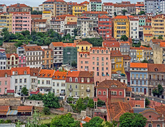 Barrio de colores, Coímbra (Portugal) (Miguelanxo57) Tags: ciudad barrio edificios paisajeurbano casas colores coímbra portugal