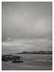 Tristeza (Santiago Sánchez López) Tags: mar playa arena blanco negro paseo gris ciudad invierno nubes cielo agua