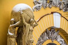 L'Amirauté, Saint-Petersbourg (yvon.kerdavid) Tags: saintpetersbourg russie statue neige amirauté
