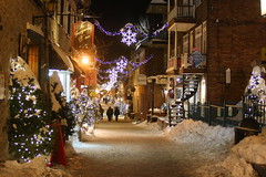 IMG_3187 (huguesasnard) Tags: quebec city canada petit champlain rue street christmas winter hivers cold night castle tower snow neige chateau canoneos100d