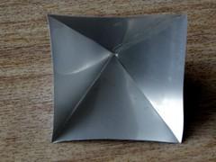 intérieur (fotosonic73) Tags: aluminium feuille pliage pyramide réflexion intérieur collage