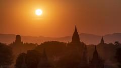 Silhouettes - Bagan (Captures.ch) Tags: clear klar sunset sonnenuntergang abend abenddämmerung dusk evening myanmar birma burma bagan aufnahme capture baum forest hill himmel hügel landscape landschaft pagoda pagode sky tempel temple tree wald sun sonne