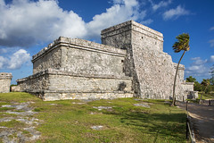 El Castillo (Eunice Gibb) Tags: mexico quintanaroo south caribbeansea caribbean ruins mayanruins mexicanruins archaeologicalsite archeologicalsite mayanarchaeologicalsite elcastillo castle thecastle pyramid mayanpyramid tulumarchaeologicalsite tulumruins