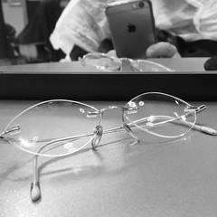 Mis gafas (Micheo) Tags: granada spain peluqieria reflejo espejo gafas blackandwhite bnbw bwbn