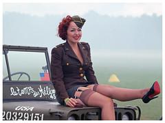 pin up (Aerofossile2012) Tags: girl woman babe pinup femme uniforme uniform meeting airshow lafertéalais 2017 voiture car jeep letempsdeshélices