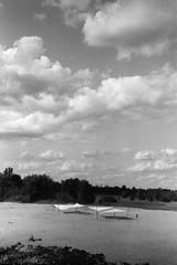 SAND SAILING (NaKliszy) Tags: krajobraz chmury ricoh500g sieradz analog plaza ilfordpan400 sailing sail sand piasek beach sky cloud