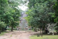 Angkor_Phimeanakas_2014_04