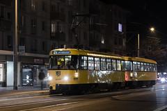 Tatra T4D-MT 224 269 (rengawfalo) Tags: tram tramway dresden tatra t4d sachsen saxony strasenbahn train railroad bahn dvbag tranvia tramvaj ckd elektricka öpnv tramwaj sporvogn road car city urbanrail publictransport people tree nacht night blauestunde windshield sky