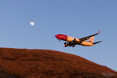 """Fly me to the moon"" (Terje Helberg Photography) Tags: airplane bluesky descend flight fly hill landing moon norwegian pano plane sky sunset blue aircraft jet airliner flying aviation"
