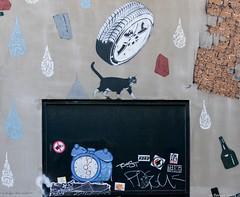 The cat on the blackboard (BenoitGEETS-Photography) Tags: sony a6000 bruxelles brussels tag art streetphoto streetart cat kat katz chat black noir chatnoir blackcat zwartkatz tableaunoir blackboard animal