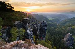 Autumn sunrise in the rocks, Saxon Switzerland (Uwe Kögler) Tags: saxony sächsischeschweiz sachsen sunrise sonnenaufgang rathen raaber herbstfärbung höllenhund herbst himmel elbsandsteingebirge elbe bastei felsen germany deutschland