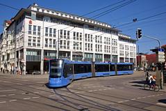 T1-Wagen 2804 am Max-Weber-Platz (Frederik Buchleitner) Tags: 2804 avenio baustellenlinie ersatztram linie31 munich münchen siemens strasenbahn streetcar twagen t1 t16 tram trambahn