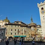 2019-03-29 03-31 Südtirol-Trentino 097 Trient, Piazza del Duomo thumbnail