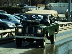 Land Rover Serie III Megève (74 Haute-Savoie) 28-03-19a (mugicalin) Tags: fujifilm fujifilmfinepix fujifilmfinepixs1 s1 finepixs1 finepix megève hautesavoie 74 2019 greencar voitureverte rover landrover landroverserie3 toutterrain allweeldrive 4x4 dj 327 zm