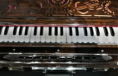 Indian Piano (roomman) Tags: 2019 poland warsaw asia pacific museum exhibition asiapacific muzeum azji pacyfiku musik music instrument instruments india indian harmonium culture key keys piano andrzej wawrzyniak andrzejwawrzyniak heritage interesting solec