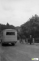 tm_6337 (Tidaholms Museum) Tags: svartvit positiv fordon buss bus vehicle landsväg