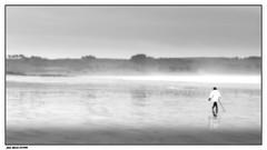 Marcher sous la Bruine..... (faurejm29) Tags: faurejm29 canon ciel sigma sea seascape sky paysage pluie beach plage nb monochrome