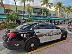 South Beach | Police (Toni Kaarttinen) Tags: usa unitedstates florida wpb america miami miamidade southbeach artdeco architecture police policevehicle