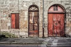 Les rides du vieux Bordeaux (Isa-belle33) Tags: door porte urban urbain city ville street wall mur fujifilm bordeaux streetphotography window fenêtre old ancien