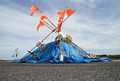 Normandie (Saint-Vaast-la-Hougue) 2016 / Normandy (Saint-Vaast-la-Hougue) 2016 (Joseff_K) Tags: normandie normandy lamanche ciel sky saintvaastlahougue cotentin harbor harbour port bache protectivecanvas drapeau flag nikon nikond80 d80 tamron tamron1750f28