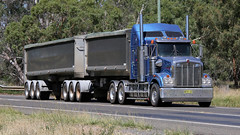 Unknown O/O (3/3) (Jungle Jack Movements (ferroequinologist)) Tags: newell highway nsw new south wales parkes melbourne sydney brisbane hp horsepower big rig haul haulage freight cabover trucker drive transport carry delivery bulk lorry hgv wagon road nose semi trailer deliver cargo interstate articulated vehicle load freighter ship move roll motor engine power teamster truck tractor prime mover diesel injected driver cab cabin loud rumble beast wheel exhaust double b grunt kenworth