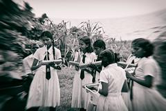 In memorie - Tsunami 2004 - (Zoom58.9) Tags: wave people human monochrom music children group welle menschen sw musik kinder gruppe asia asien canon eos 50d tragödie tragedy