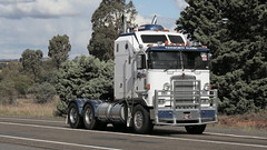 Cabover KENWORTH Brothers (3/6) (Jungle Jack Movements (ferroequinologist)) Tags: k123 k100 k 125 121 k121 kw kenny kenworth single ken highway hauling haulin hume sydney 2019 yass classic historic vintage veteran hcvca vehicle run hp horsepower big rig haul haulage freight cabover trucker drive transport delivery bulk lorry hgv wagon nose semi trailer deliver cargo interstate articulated load freighter ship move roll motor engine power teamster tractor prime mover diesel injected driver cab wheel