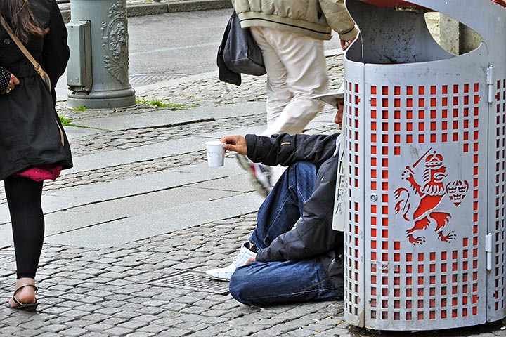The World's most recently posted photos of begging and roma